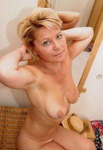 Зрелая шлюха Лидия - возраст 46, рост 167, вес