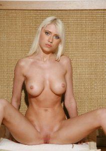Зрелая проститутка Вика - возраст 24, рост 167, вес