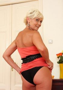Элитная проститутка Илона - возраст 52, рост 167, вес