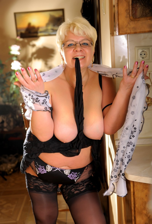 проститутка старая женщина москва цена